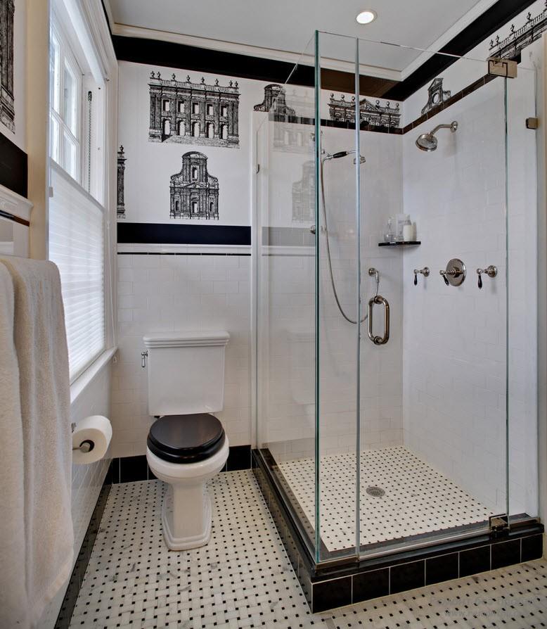 Крохотное помещение ванной комнаты со стеклянной лушевой кабиной