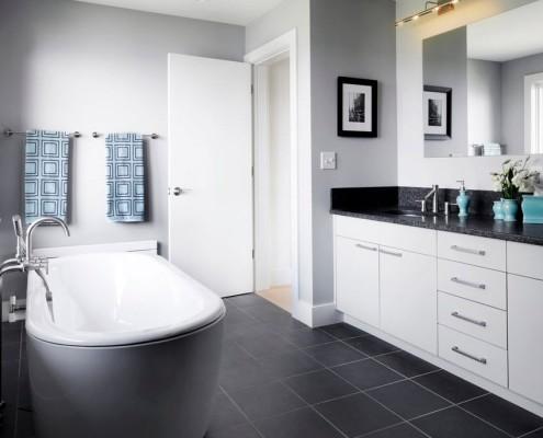 «Холодный» вариант чёрной ванной комнаты
