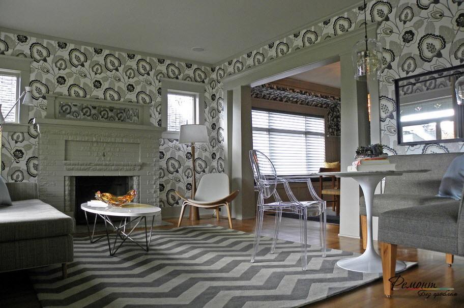 Обои с орнаментом выступают в качестве самостоятельного декоративного элемента