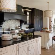 Оригинальные абажуры на кухне
