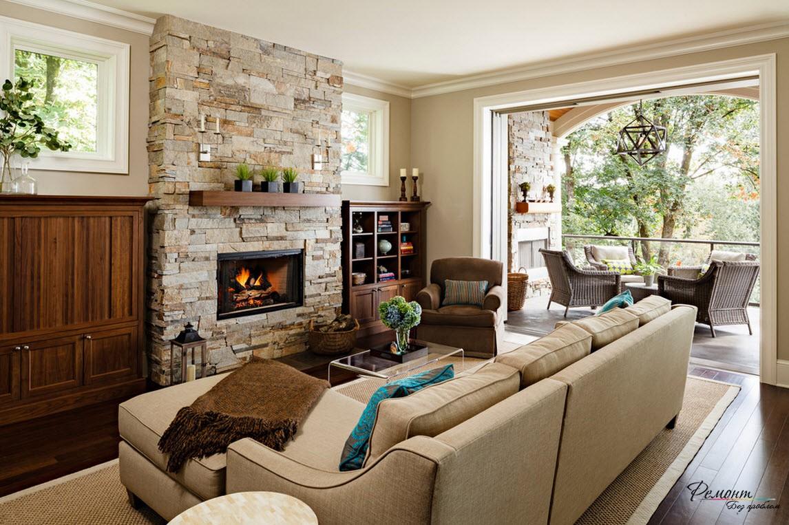 Камень в интерьере эффектной гостиной в загородном доме