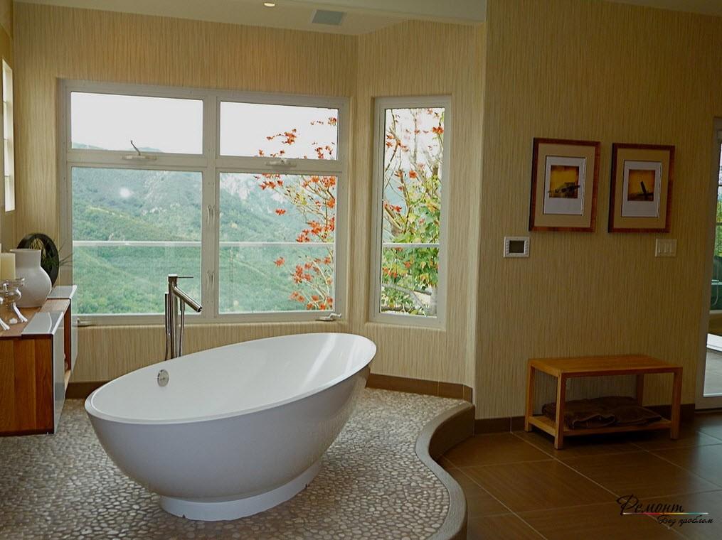 Красивый интерьер ванной комнаты с подиумом
