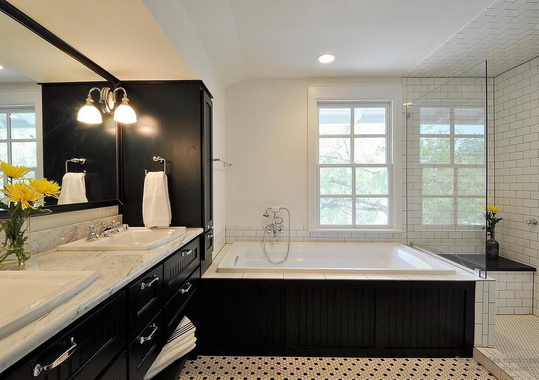 Обязатено необходим баланс при оформлении черно-белого интерьера ванной комнаты