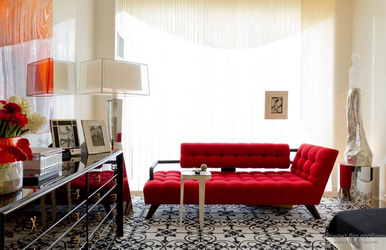 Большое окно в красной спальне