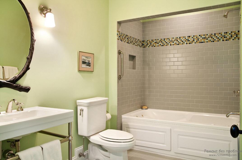 Благроодный интерьер ванной комнаты с использованием сочетания бледно-зеленого цвета с бледно-серым