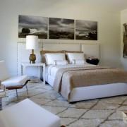 Модульная картина на стене в спальне