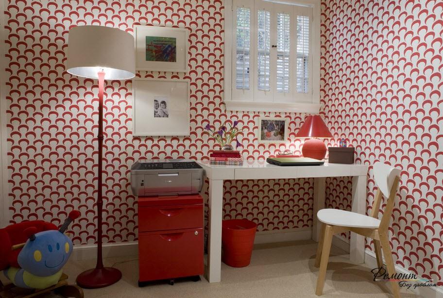 Красный цвет стен, если у меру, прекрасно подойдет для умственных занятий