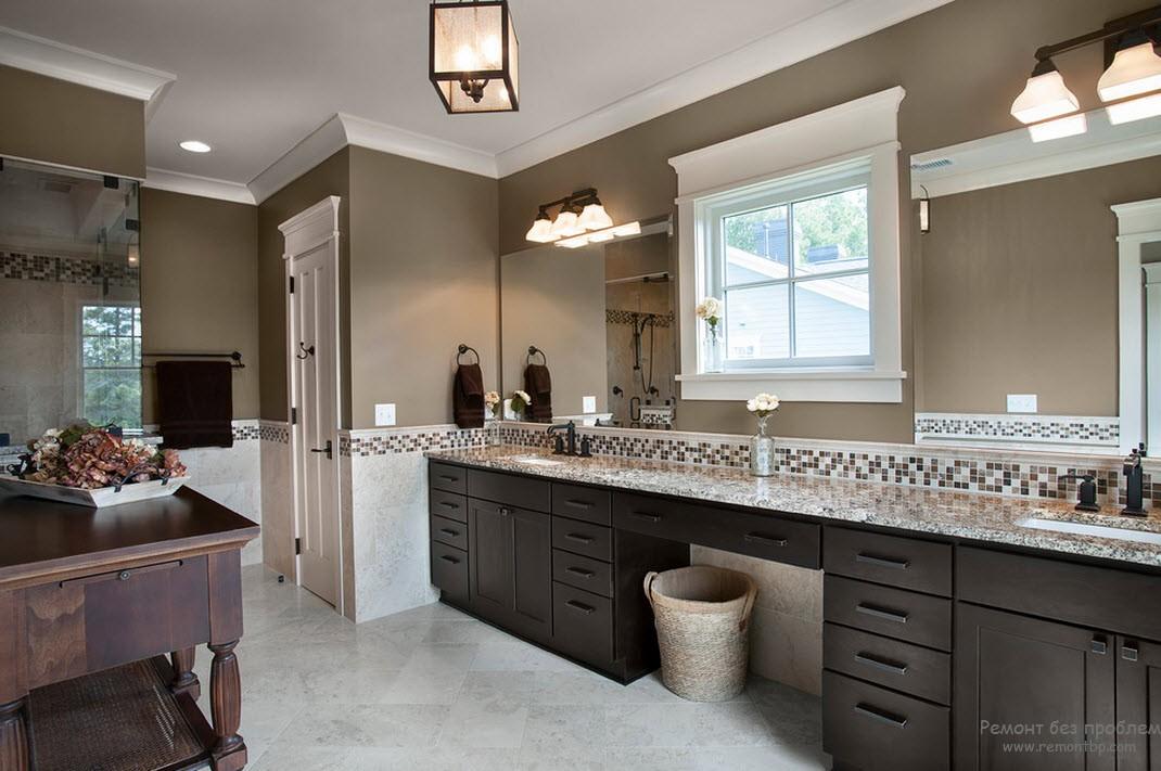 Роскошный интерьер ванной комнаты с комбинацией коричневыъ оттенков