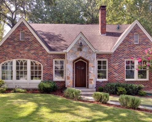Декор окон и двери дома