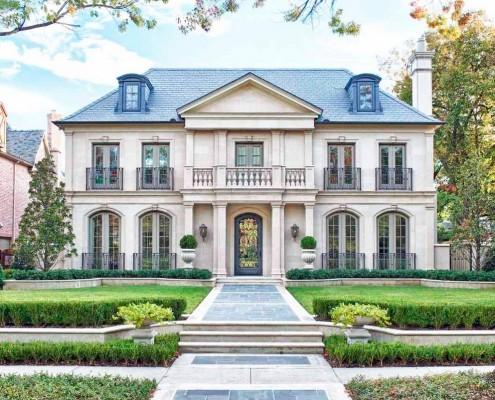 Фасад дома в романтическом стиле