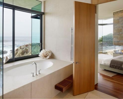 Щитовая дверь в ванной комнате