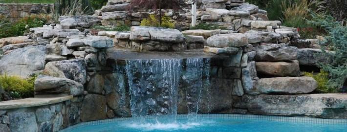 Водопад во дворе – оттенок свежести и умиротворения