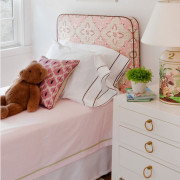 Бледно-розовый цвет в комнате малыша