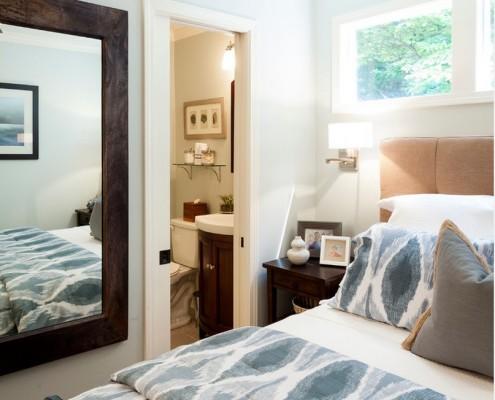 Зеркало в маленькой спальне