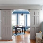 Красивое сочетание цвета потолка и дверей
