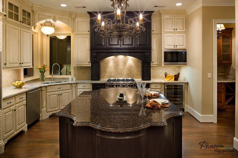 Шикарный интерьер кухни с угловой мойкой