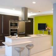 Ярко окрашенные ниши на кухне
