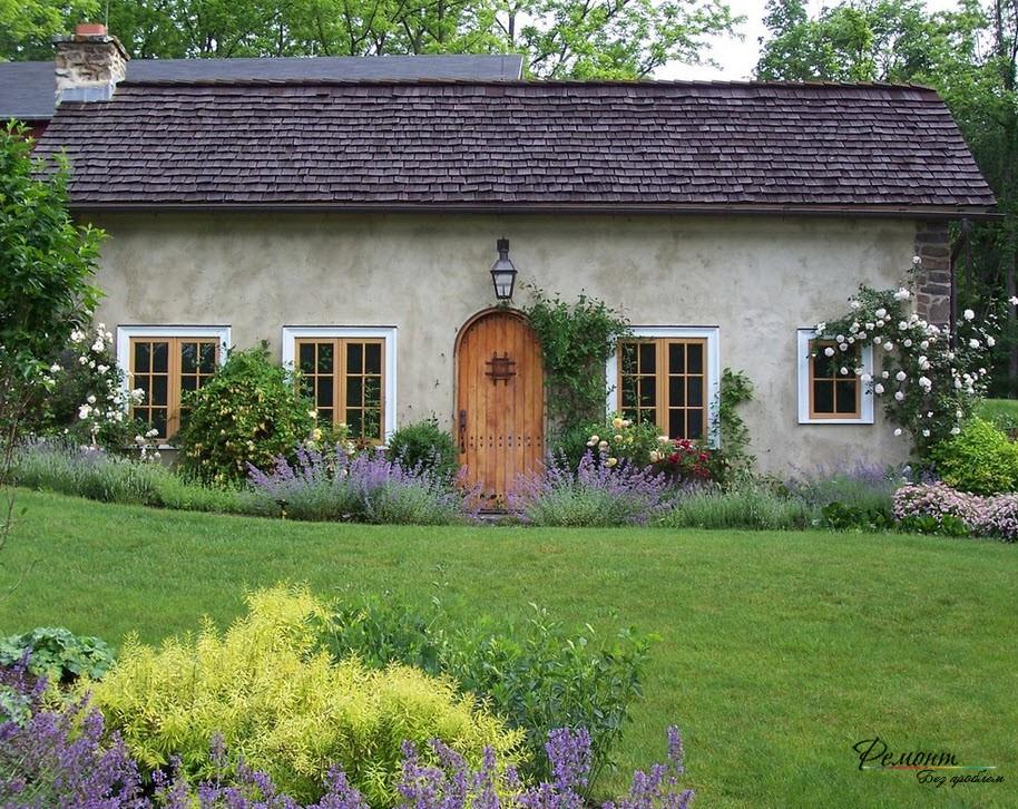 Создание газона - один из элементов ландшафтного дизайна