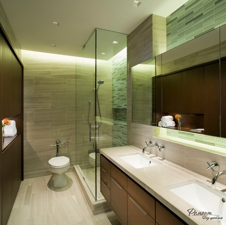 Ванная комната с прозрачной душевой кабиной
