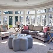 Уютный интерьер круглой гостиной