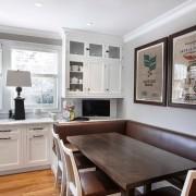 Современные аксессуары на кухонной стене