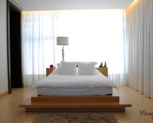 Дизайн современной спальни следует принципам минимализма