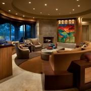 Роскошный интерьер круглой гостиной