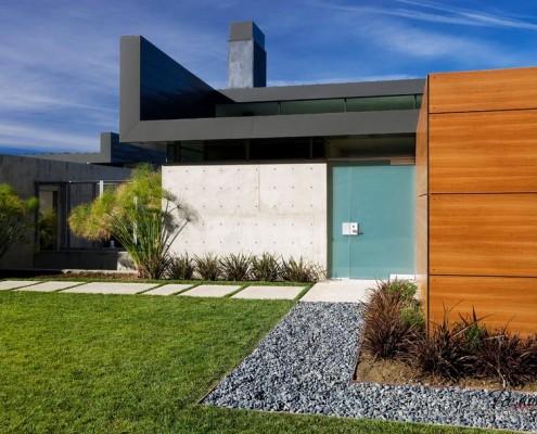 Компактное здание в минималистическом стиле