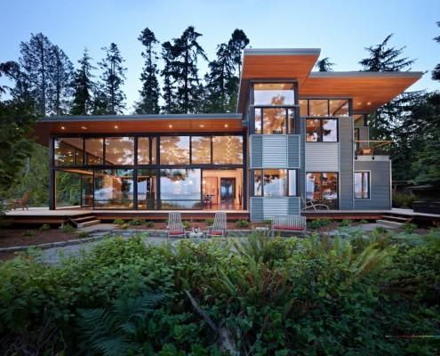 Большой дом с плоской крышей