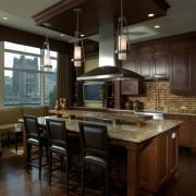 Диван - гармоничная составляющая современного интерьера кухни