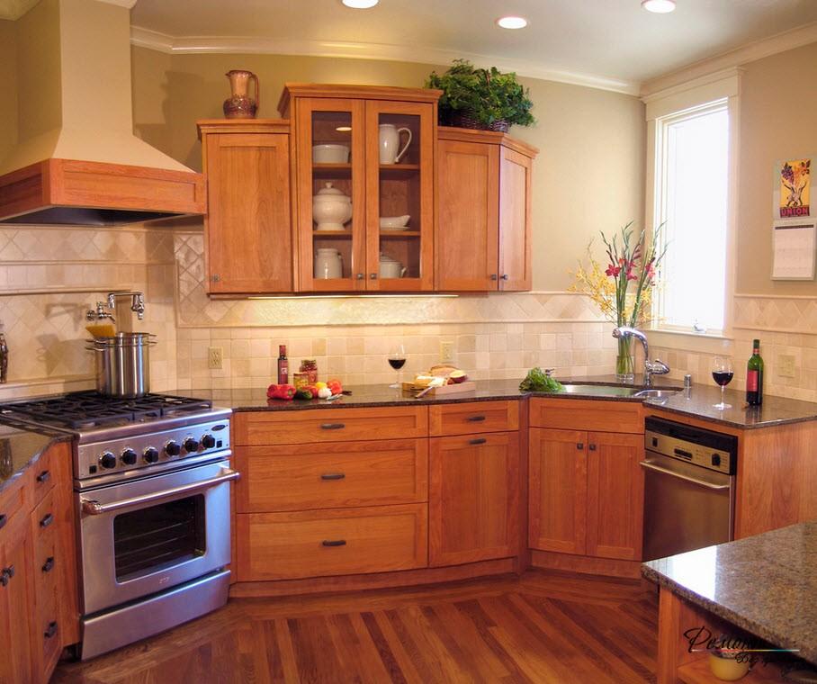 Угловая мойка особенно актуальна для маленьких кухонь