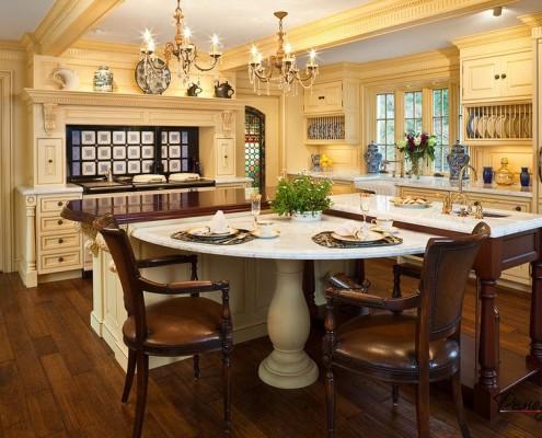Полукруглый стол на кухне
