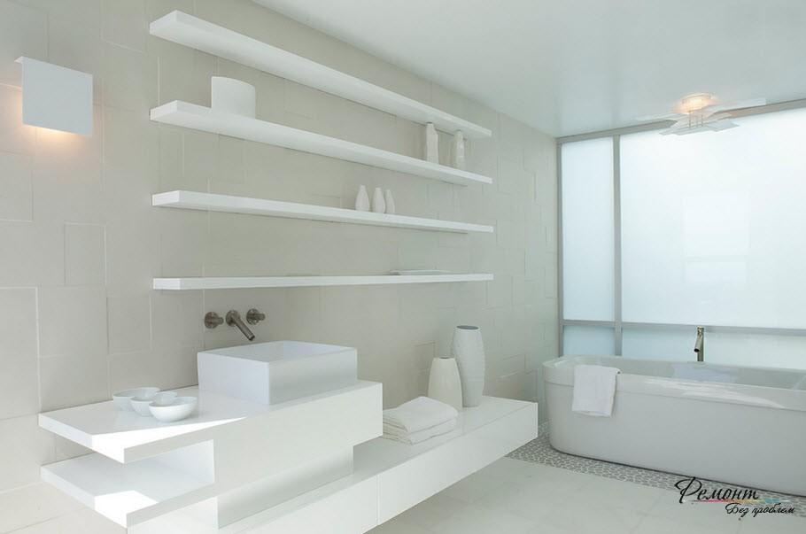 Пластиковые полочки в ванной