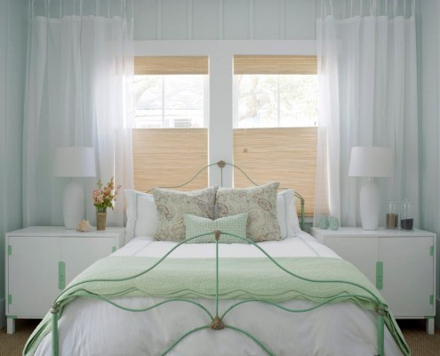 Широкая кованая кровать