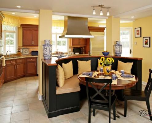 Круглая кухонная мебель
