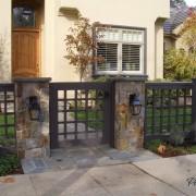 Ворота должны располагаться напротив входа в дом
