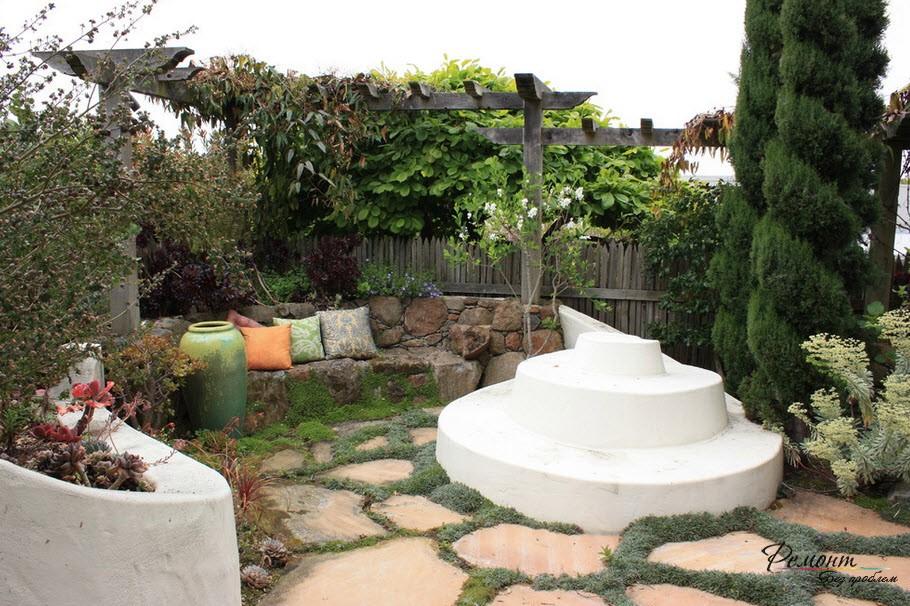 Можжеввельник уместен в каменистом саду