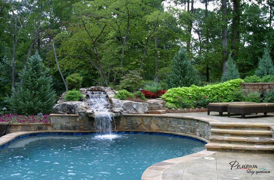 Водопад, совмещенный с искусственным водоемом - роскошный декоративный элемент
