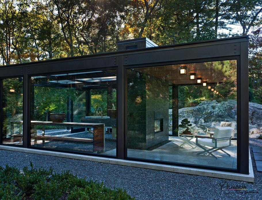 Стеклянный павильон надежно защитит от любых погодных условий