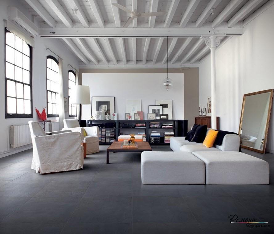 Серый пол в гостиной