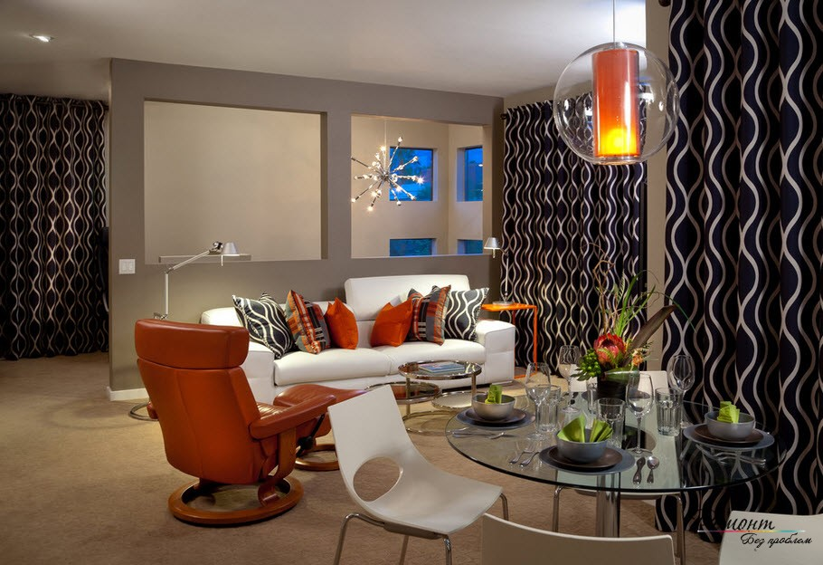 Для интерьера гостиной крайне важна дозировка черного цвета на стенах