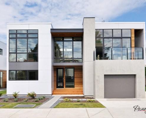Белый дом с плоской крышей
