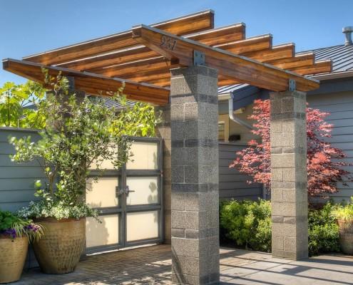 Навес на бетонных опорах
