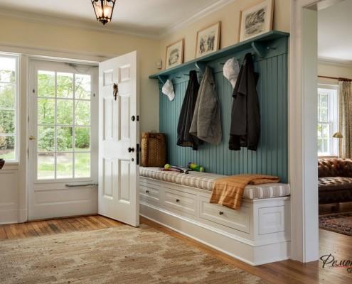 использование в дизайне этих комнат картин, семейных фото, графических принтов, предметов искусства крайне важно