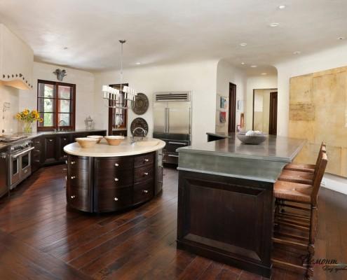 Деревянная круглая кухня
