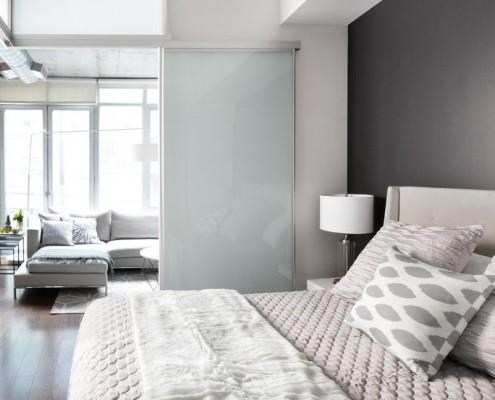 Контраст серых оттенков на стенах