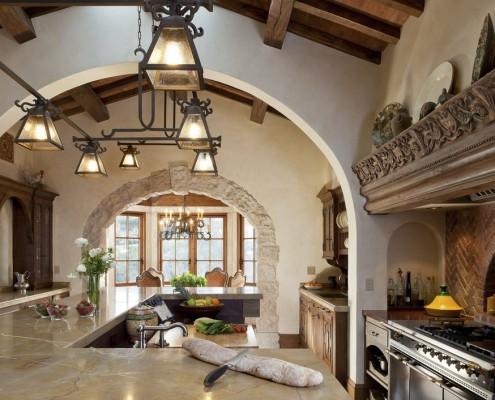 Ниши в кухне с перекрытиями из бруса
