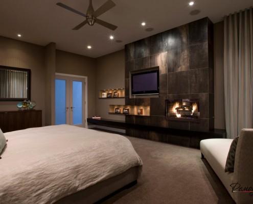 Обилие света, световых приборов – отличительная черта современной спальни