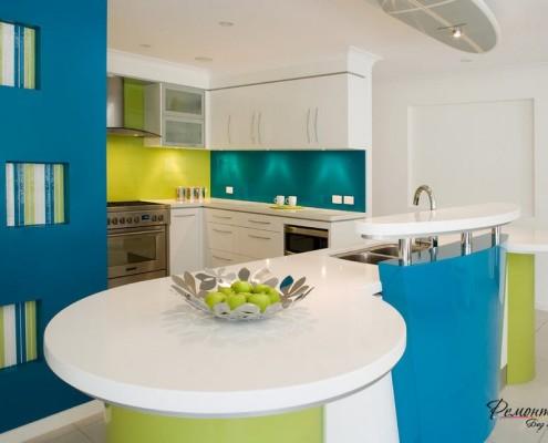 Синяя круглая кухня