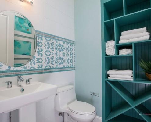 Дизайнерские полочки в ванной